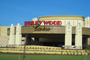 Hollywood casino PA taking bets now