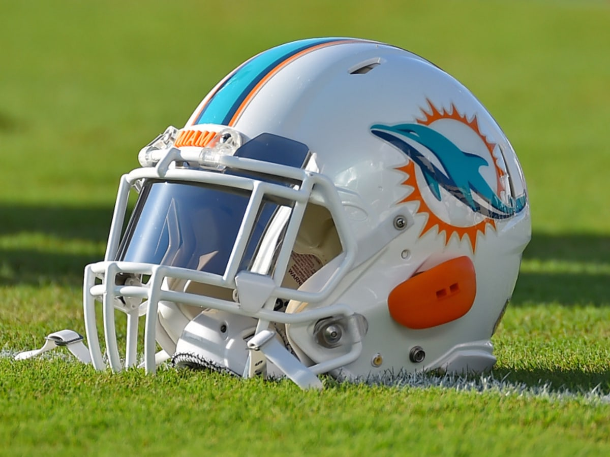 Miami Dolphins Helmet- NFL Betting Odds And Preview