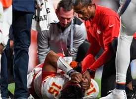 Mahomes dislocated knee